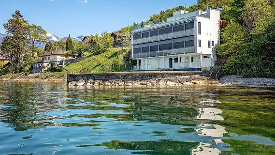 每日豪宅 | 尽览湖光山色的瑞士小镇现代玻璃屋