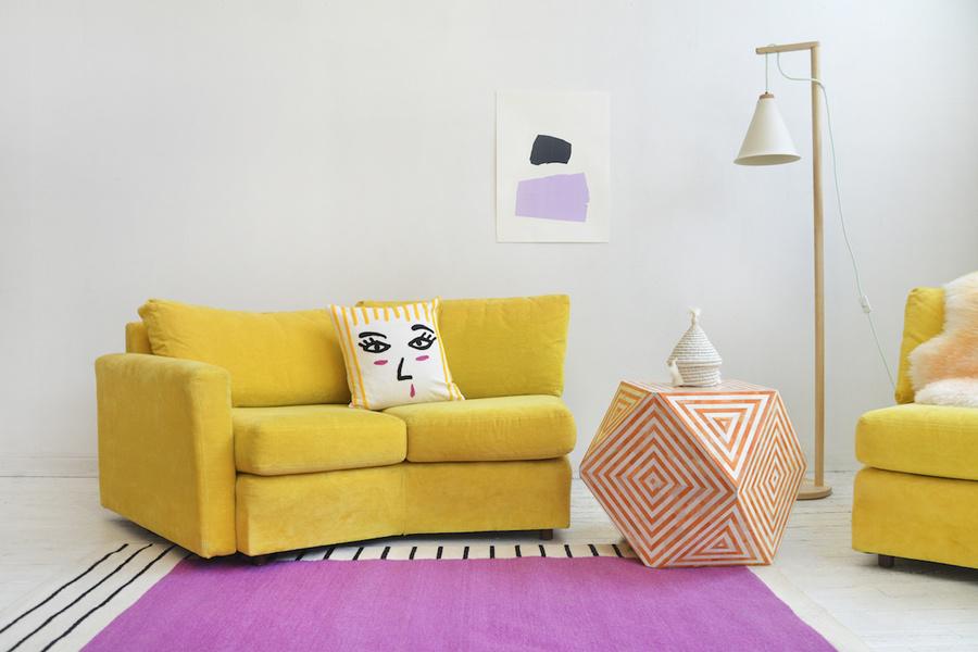 Una combinación atrevida de colores y diseños diseñados por Aelfie Oudghiri realza la sensación ecléc