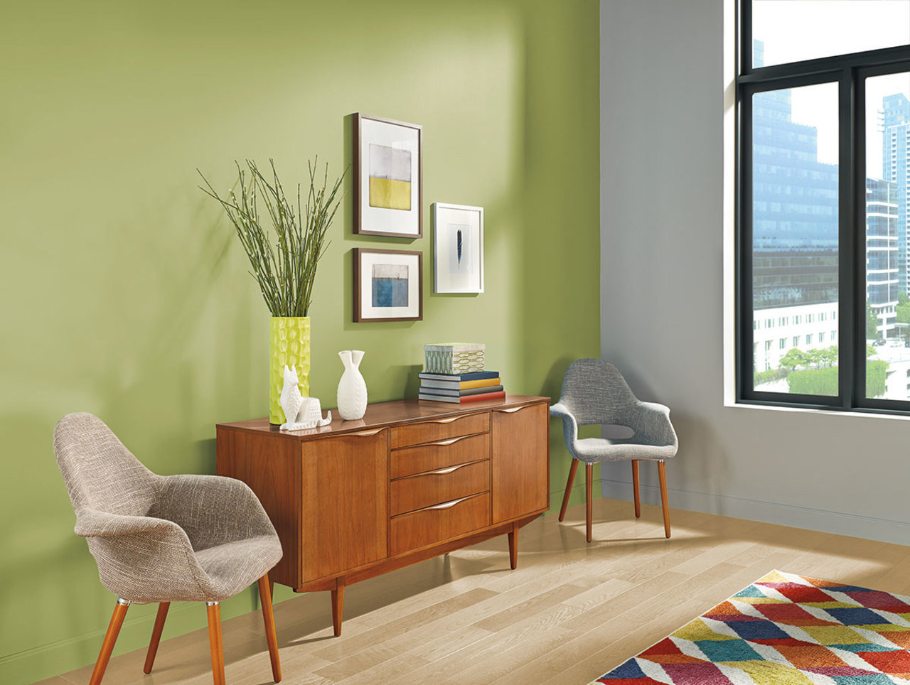 A green accent wall lends vivid detail to a dining room.
