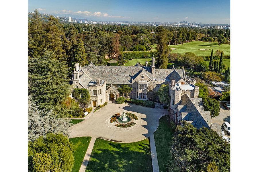 别墅紧邻洛衫矶乡村俱乐部。