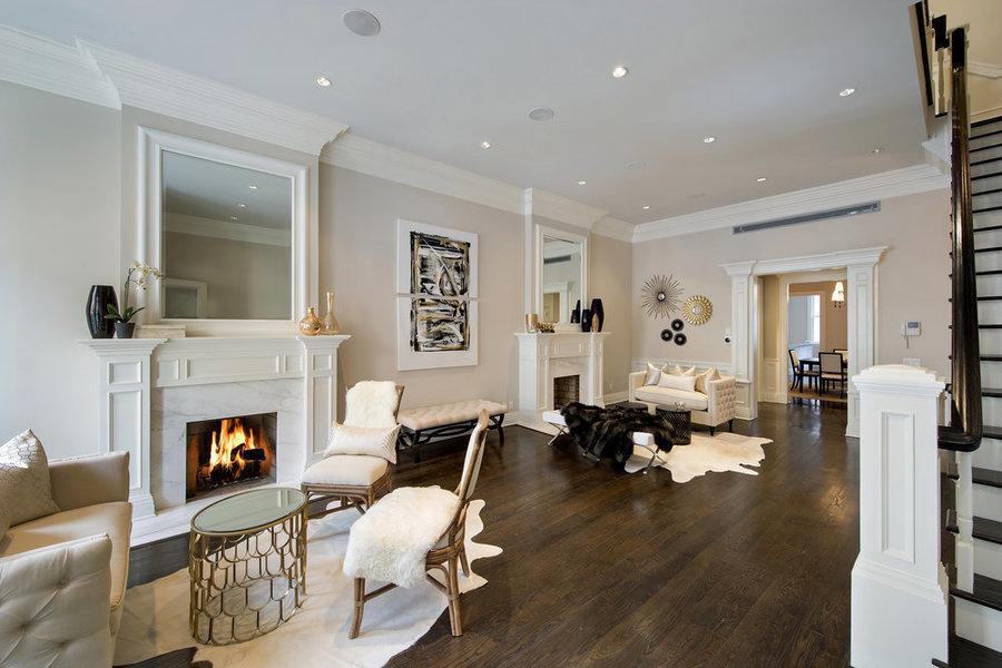La diseñadora Taylor Spellman creó diferentes zonas con asientos en este departamento en el Upper Wes