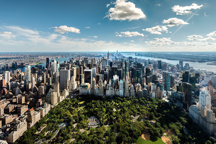 In November 2015, cash sales represented 63.34% of all single-family and condo sales in Manhattan, an