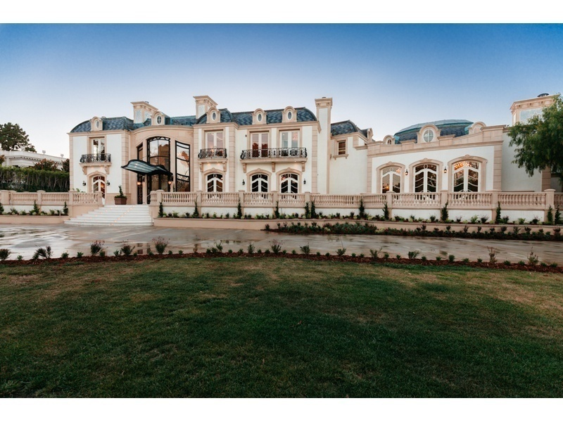 Bold in beverly hills owners hike prices on mega mansions for Mansion prices